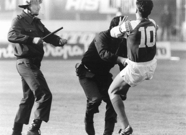 Una foto, lo sport e la storia:Boban, il poliziotto e la guerra